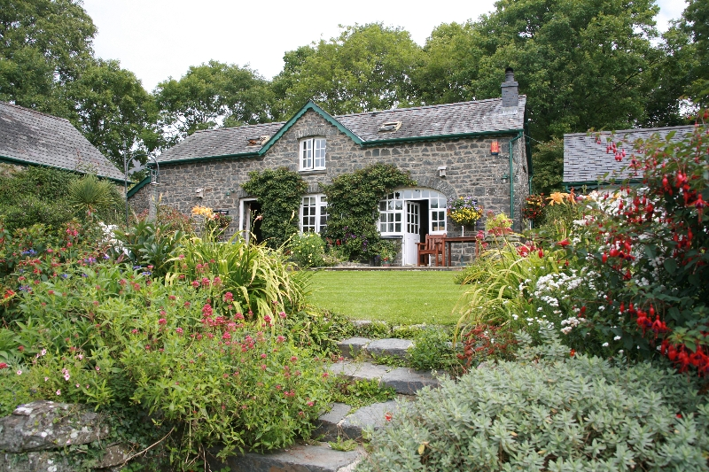 holiday-cottage-gardens