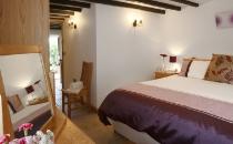 half-pint-cottage-bedroom