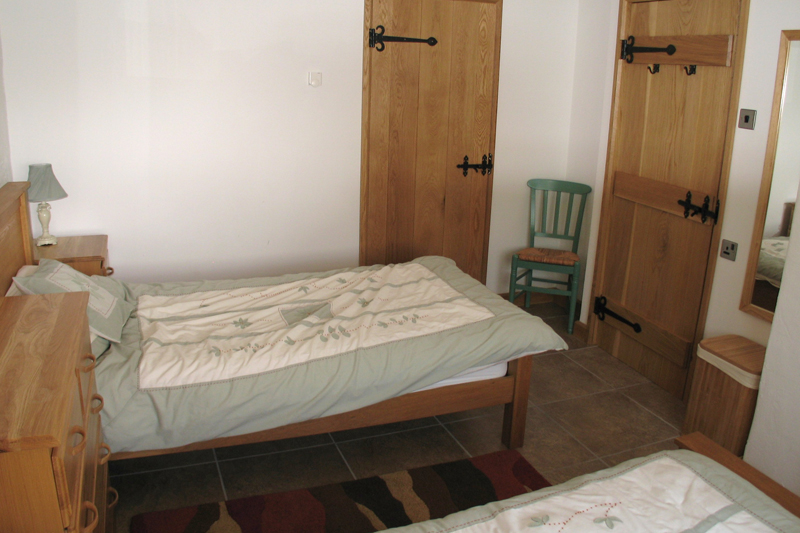 Churn Holiday Cottage Twin Bedroom